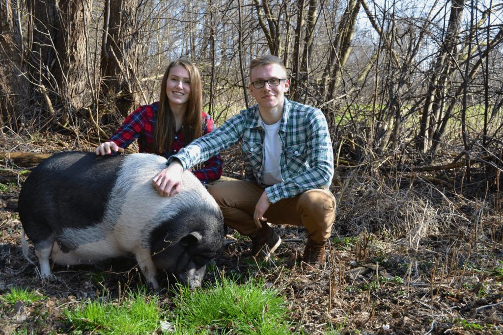 AnSoJo-Outdoor Gründer: Anne-Sophie, Joshua & Minischwein Fred